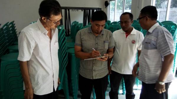 PT Triguna Pratama Abadi Memberikan 400 Kursi kepada Desa Gintungkerta