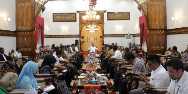 Gubernur Aceh Ingatkan Pedagang dan Pengusaha Menjaga Stabilitas Harga Sembako