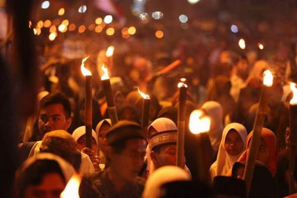 Sambut Bulan Puasa, 20.000 Warga Karawang Ikut Pawai Obor