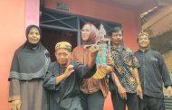 Cellica Berikan Bantuan kepada Perajin Wayang Golek Karawang