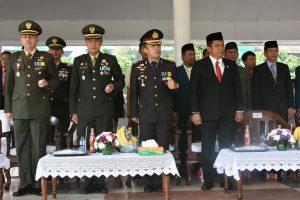 Jajaran MUSPIDA Karawang saat mengikuti upacara Hari Pahlawan ke-72 dipadukan dengan Hari Kesehatan Nasional ke-53 tahun 2017