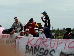 Demo Mahasiswa dan pemuda masalah Bansos 2015 Distan Aceh Timur.