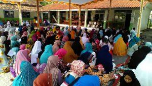 Ratusan warga Desa Cirejag, Kecamatan Jatisari, Kabupaten Karawang, mendoakan Dedi Mulyadi dalam pengajian rutin