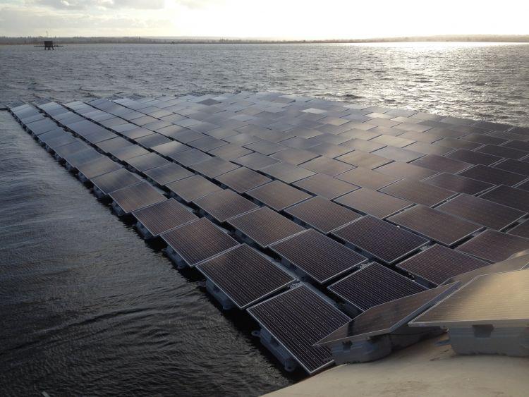 PLTS Apung Kapasitas 200 MW Pertama di Dunia Segera Dibangun di Waduk Cirata