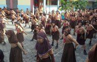 Pelajar SD Permanu Wajib Siswanya Bisa Tari Bapang