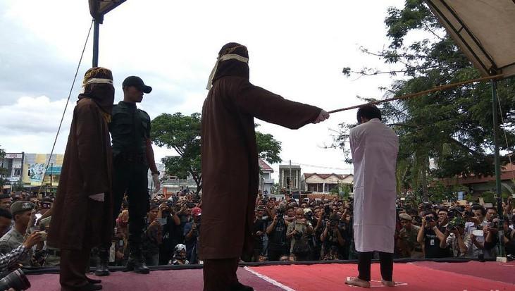 Puluhan Pelanggar di Aceh Jalani Hukuman Cambuk Hingga Ratusan Kali