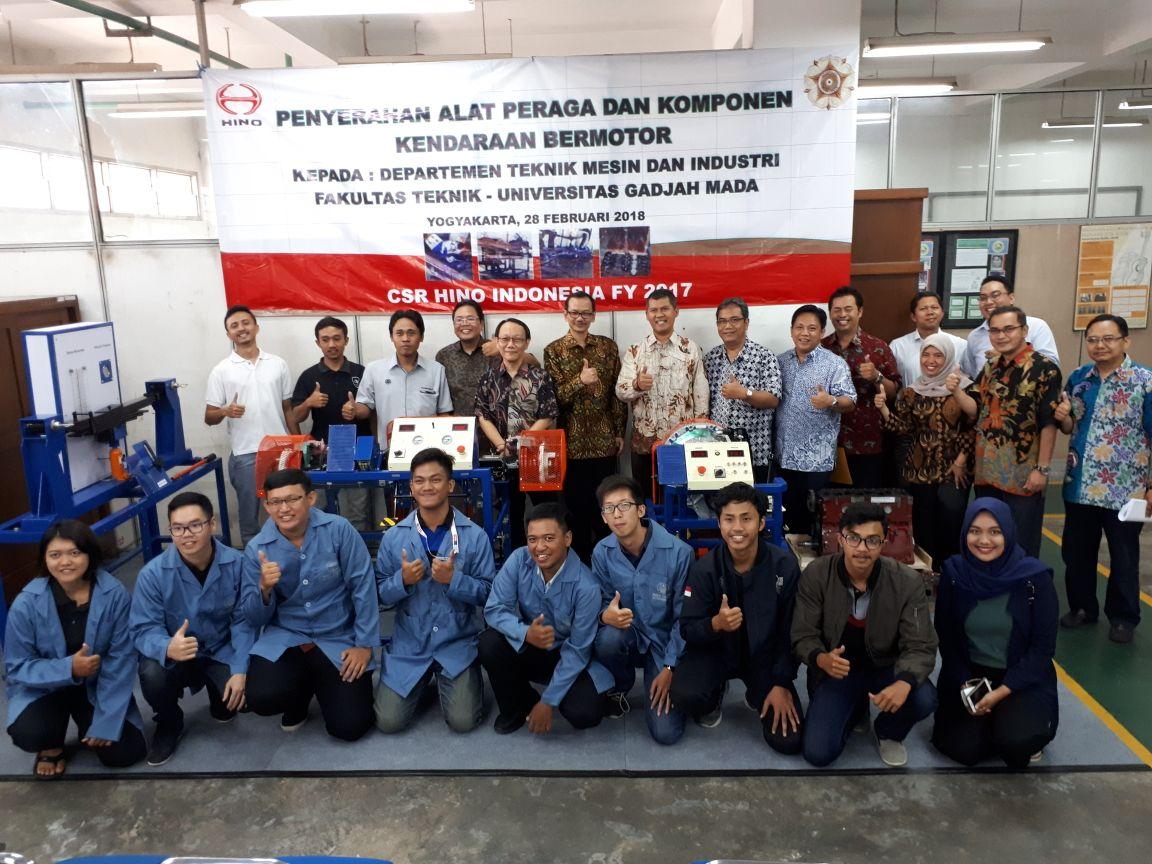 HINO Indonesia Dorong Pendidikan di UGM Melalui CSR