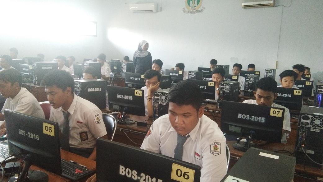 Antisipasi Gangguan UNBK, Guru SMK Terpaksa Piket Malam