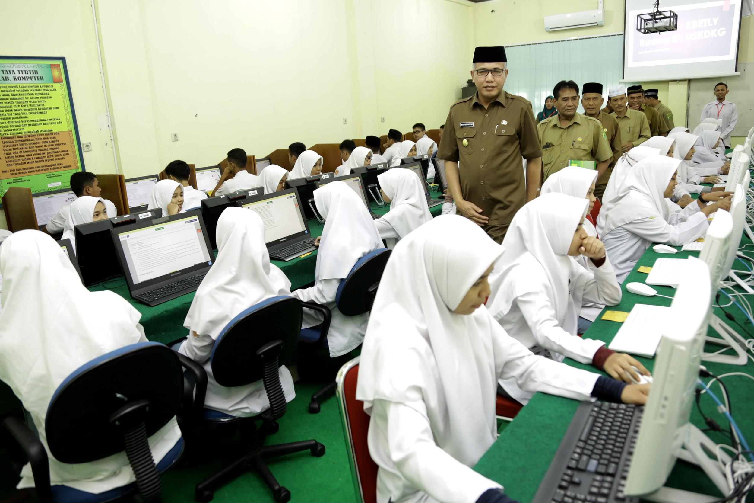 Wagub Aceh Tinjau Pelaksanaan UNBK Hari Pertama