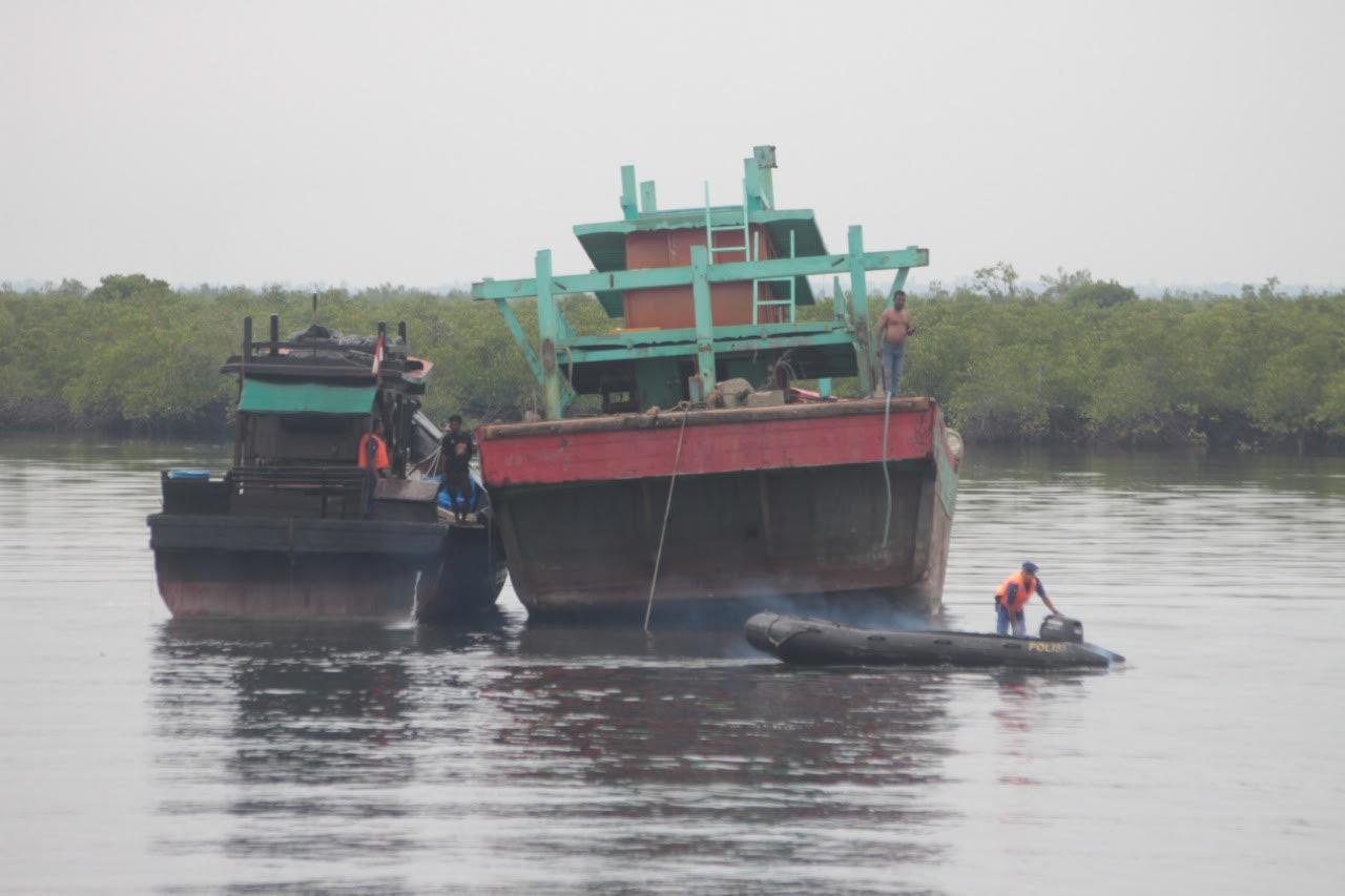 Terbukti Ilegal Fishing, 4 Kapal Ikan Ditenggelamkan di Perairan Langsa
