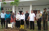 KIIC dan Telaga Desa Laksanakan Program Penghijauan di SMAN 1 Telukjambe Barat
