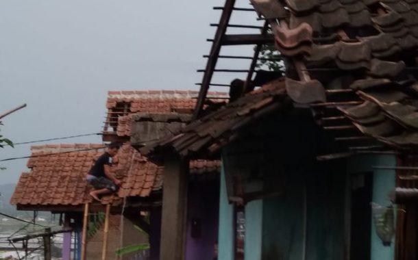 186 Rumah Rusak Akibat Hujan Angin di Bandung Barat
