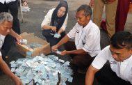 Blanko Kosong, Ribuan KTP-el Rusak Dimusnahkan Disdukcapil Purwakarta