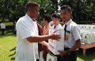 PTPN IV Pulu Raja Berikan Seragam Sekolah Pada 119 Siswa