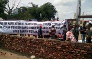 Dibohongi PT Citanusa, Warga Rawarengas Tembok Akses Jalan Masuk Perum Grahayana Karawang