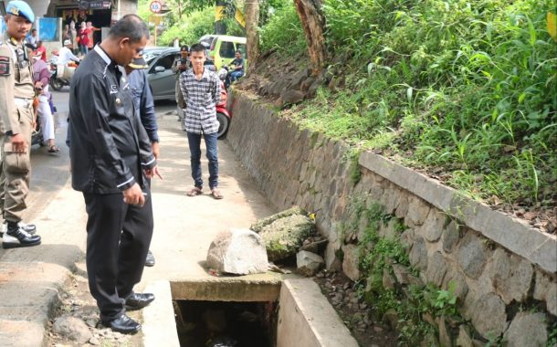 Wakil Bupati Purwakarta Cek Kondisi Jalan Plered