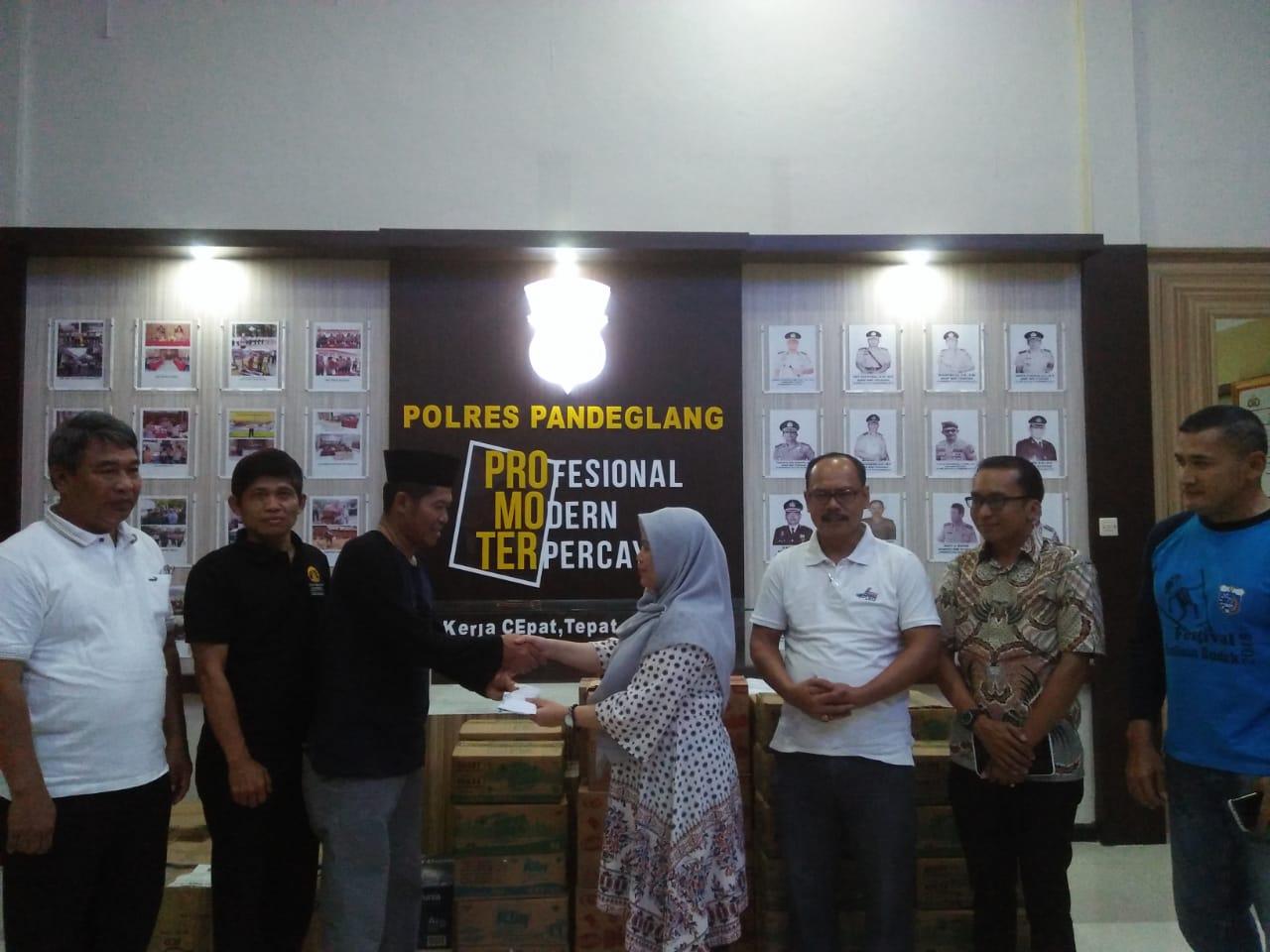 Asosiasi HRD-GA Karawang Salurkan Bantuan kepada Korban Tsunami di Pandeglang