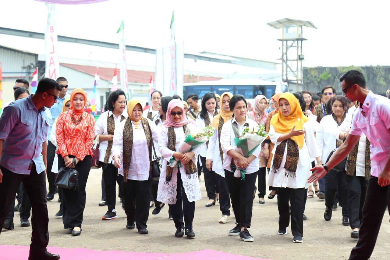Ribuan Pekerja Perempuan di Bandung Ikuti Tes IVA Gratis
