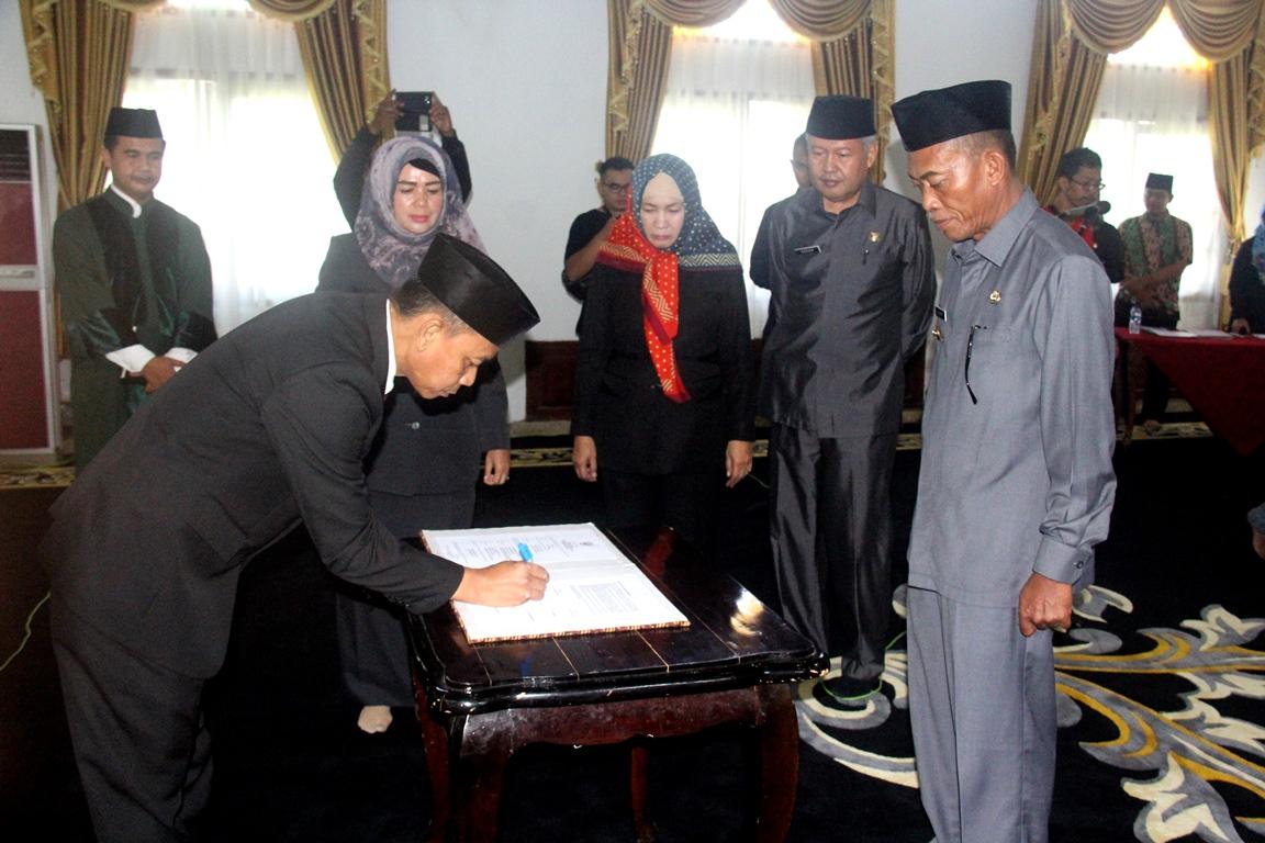 Bupati Ruhimat Secara Resmi Melantik Aminudin Jadi Pejabat Sekda Subang