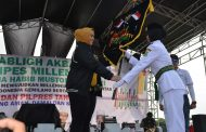 Kampanye Millenial Road Safety Festival, Bupati Karawang Terima Pataka Relay