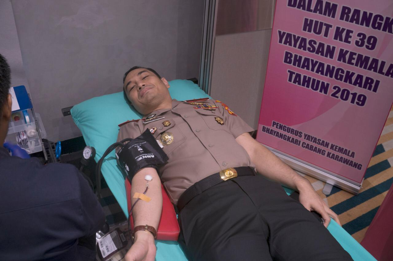 Novotel Karawang Gandeng Bhayangkari Polres Karawang Gelar Donor Darah