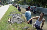 Petani dan Waker Pengelolaan Sumber Daya Air PJT II Jatiluuhr Perbaiki Aliran Sekunder