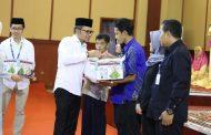 Menaker Hanif Dhakiri Bagikan 1000 Paket Ramadan