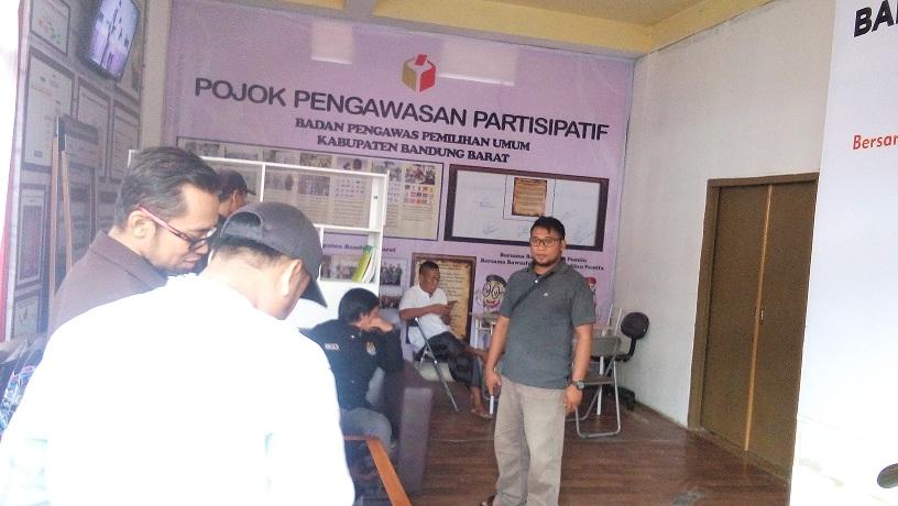 Puluhan Saksi, Pelapor dan Terlapor Datangi Bawaslu Bandung Barat