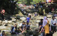 Objek Wisata Karawang Dipadati Pengunjung