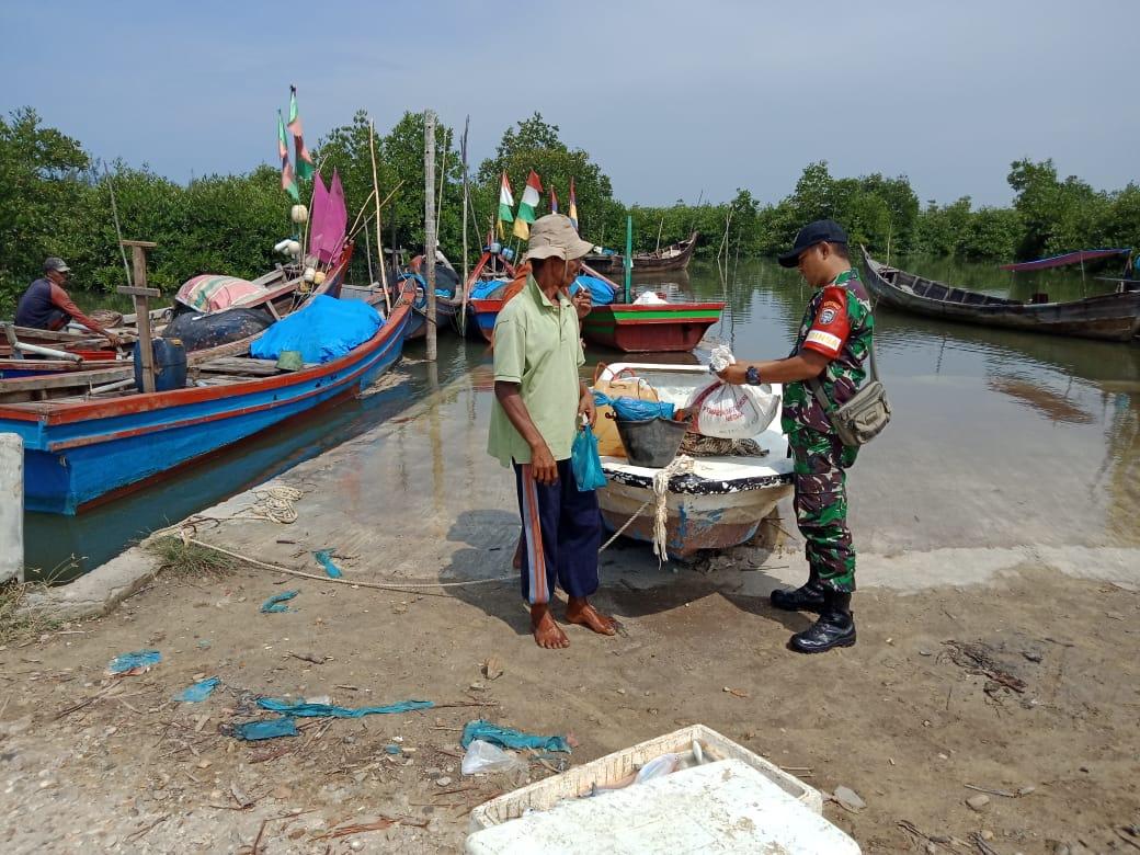 Cegah Peredaran Narkoba Jalur Laut, Babinsa Ramil 04 Peureulak Awasi Wilayah Pesisir