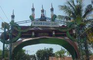 Terkesan Tidak Terawat, Komplek Wisata Religi Makam Syekh Quro Semrawut