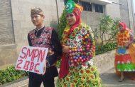 Dinas Pendidikan Purwakarta Kampanyekan Sampah Plastik di Karnaval Fashion