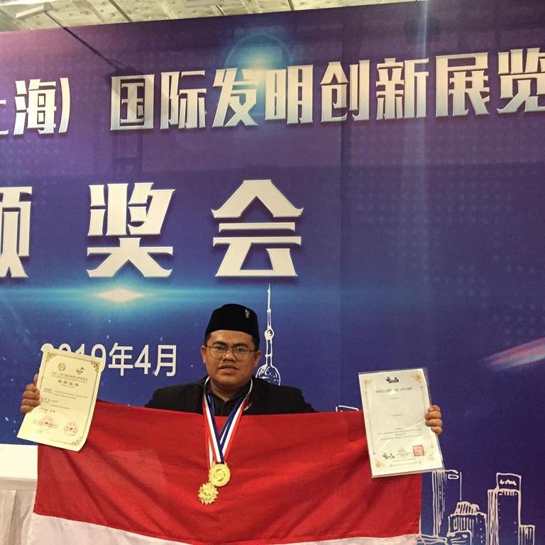 Muhammad Ja'far Hasibuan Juara Dunia Penemuan Obat Kulit