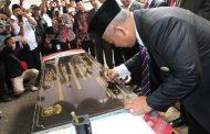 Sebelum Pelantikan Dewan, Walikota dan Ketua DPRD Kota Bekasi Letakkan Batu Pertama Renovasi Kantor dan Masjid