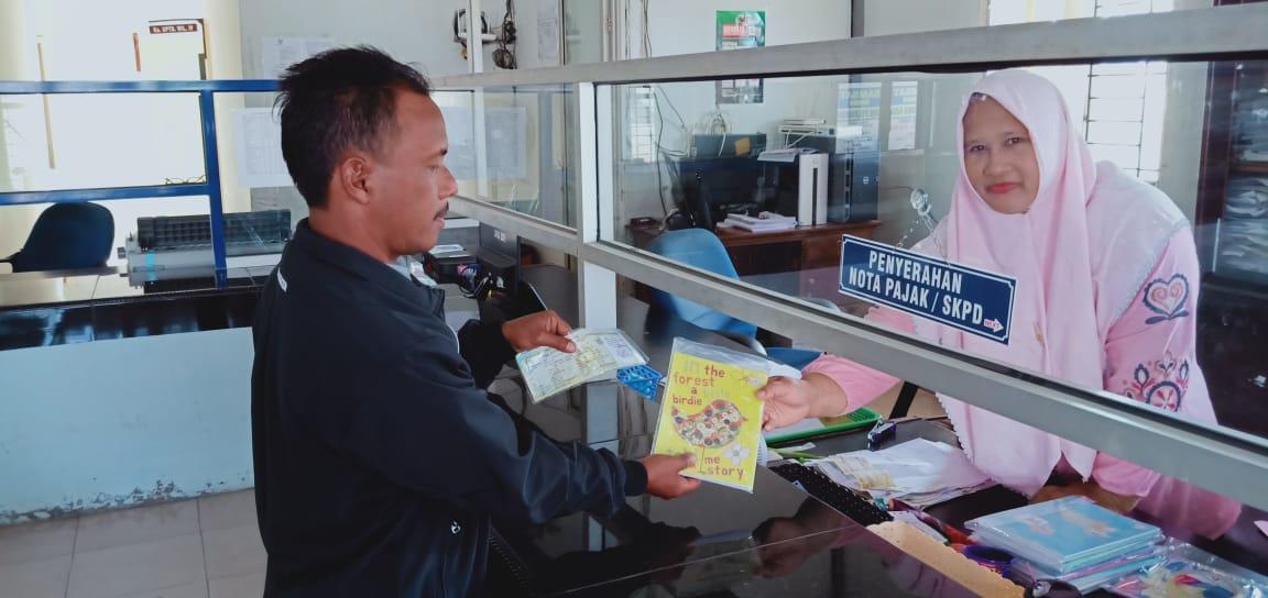 Bayar Pajak Kenderaan Bermotor di Samsat Bireuen Dapat Buku Tulis Gratis