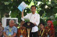 Jokowi Serahkan SK TORA Seluas 133 Ribu Hektar di Kalimantan Barat