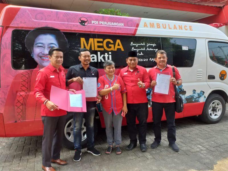 DPC PDIP Karawang Dapat Mobil Ambulance