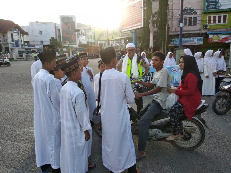 Ratusan Santri di Bireuen Ceramah Rohani Untuk Pelanggar Lalulintas