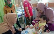 Istri Wakil Bupati Karawang Jenguk Bayi Penderita Gizi Buruk di RSIA Mitra Family