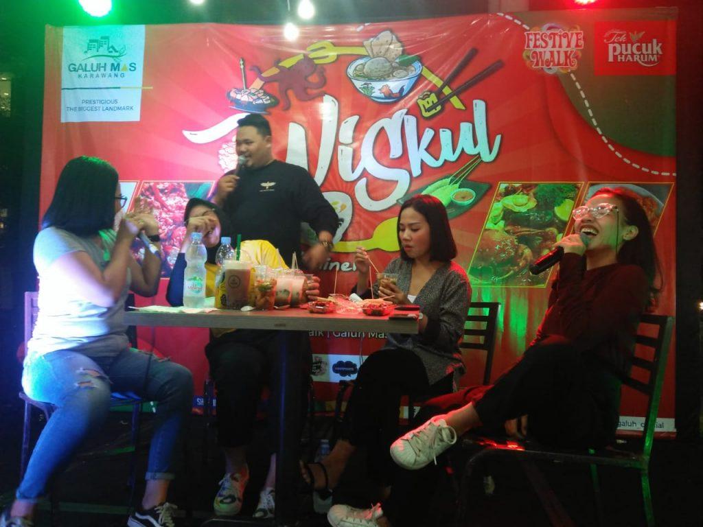 Pertama Di Karawang Kelapa Thailand Dijajakan Di Wisata Kuliner