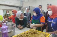 Menaker Kunjungi Pekerja Migran Indonesia di Sony Malaysia