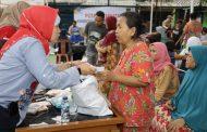 Kemnaker Bentuk Posko Kesehatan dan Serahkan Bantuan untuk Korban Banjir