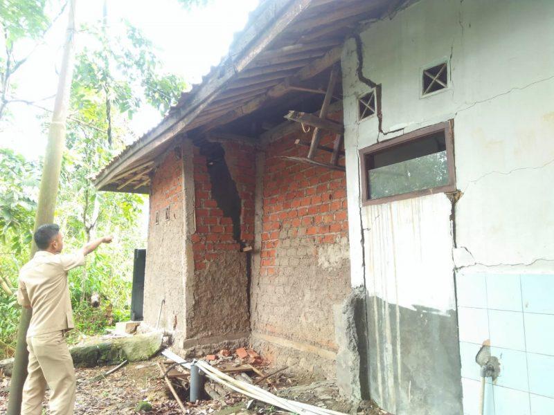 Kantor Desa Mekarsari Memprihatinkan