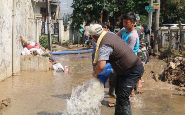 Lumpur Sisa Banjir di Kota Bekasi Masih Jadi Kendala Recovery