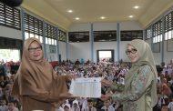 Dyah Erti Serahkan 5.916 Beasiswa PIP untuk Siswa Aceh Selatan