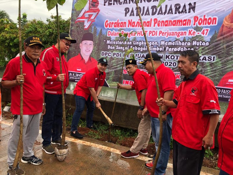 PDIP Kota Bekasi Tanam Pohon sebagai Peduli Lingkungan
