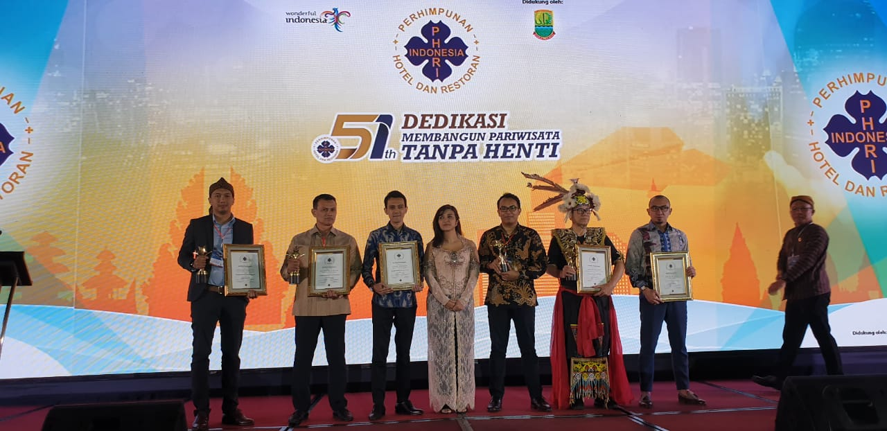 Anugerah PHRI 2019, The Best Oriental Food Diraih Kunoichi Restaurant Mercure Karawang