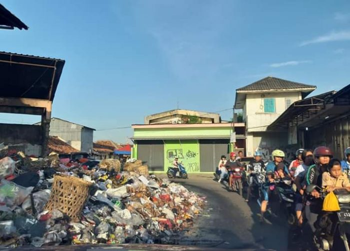Sampah Menggunung Disejumlah Tempat, Begini Tanggapan DPRD Karawang