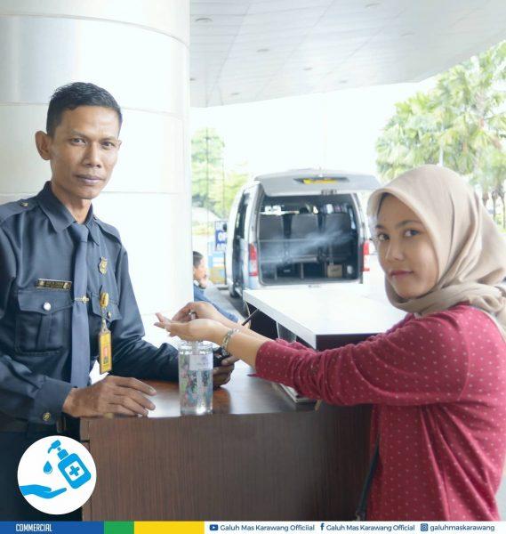 Galuh Mas Sediakan Hand Sanitizer untuk Pengunjung Sebelum Masuk Mall