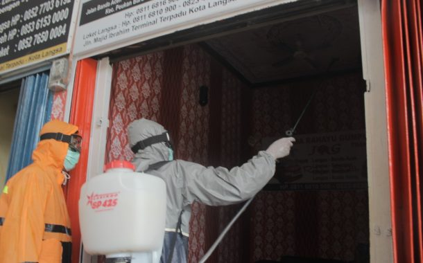 Satgas TMMD Kodim 0104/Aceh Timur Semprotkan Disinfektan